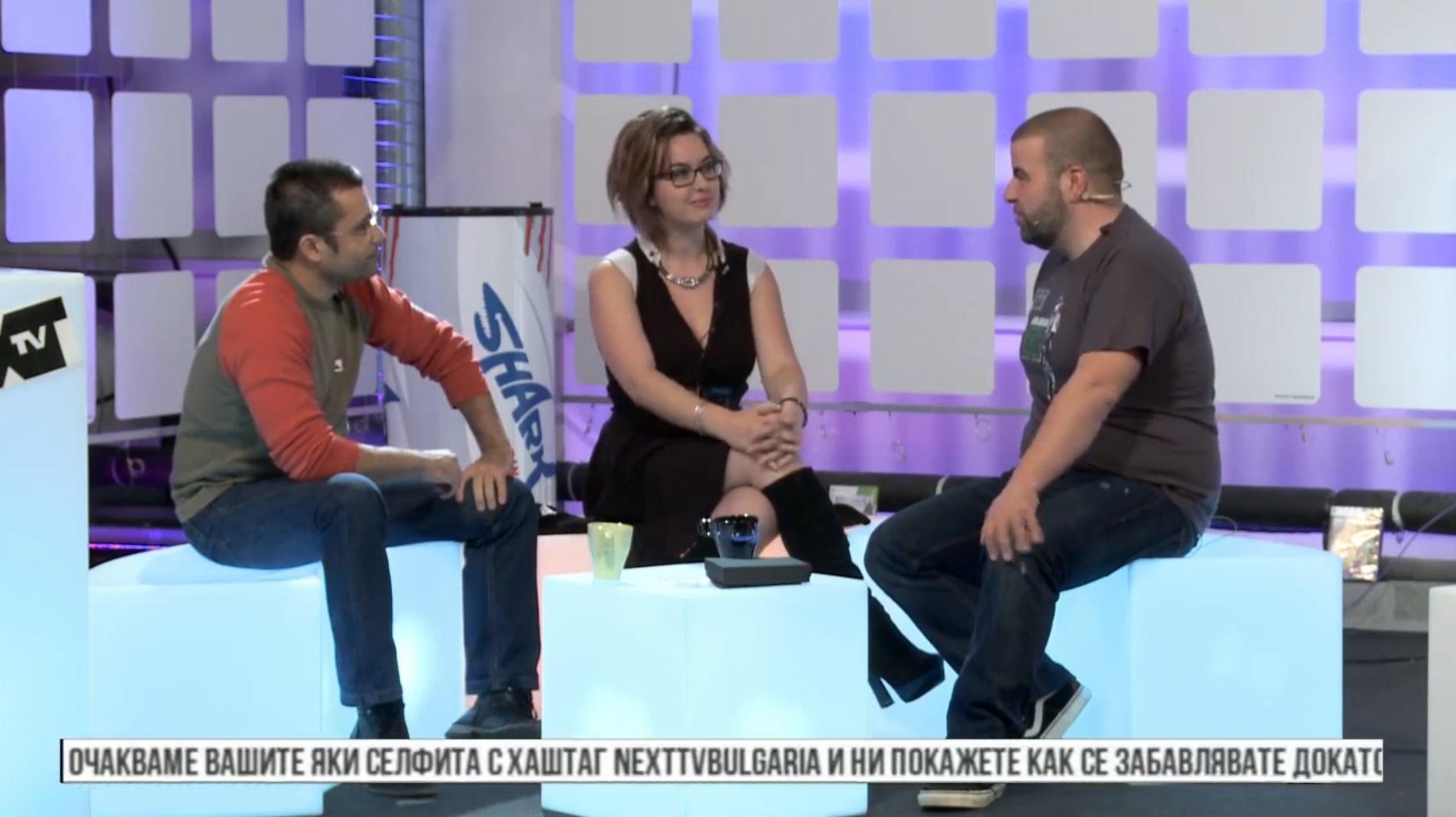 Отляво надясно: Един от гейм дизайнерите в ИО Иван Атанасов, News Manager-ът на ИО Виктория Викторова и водещият на Next TV Роро.