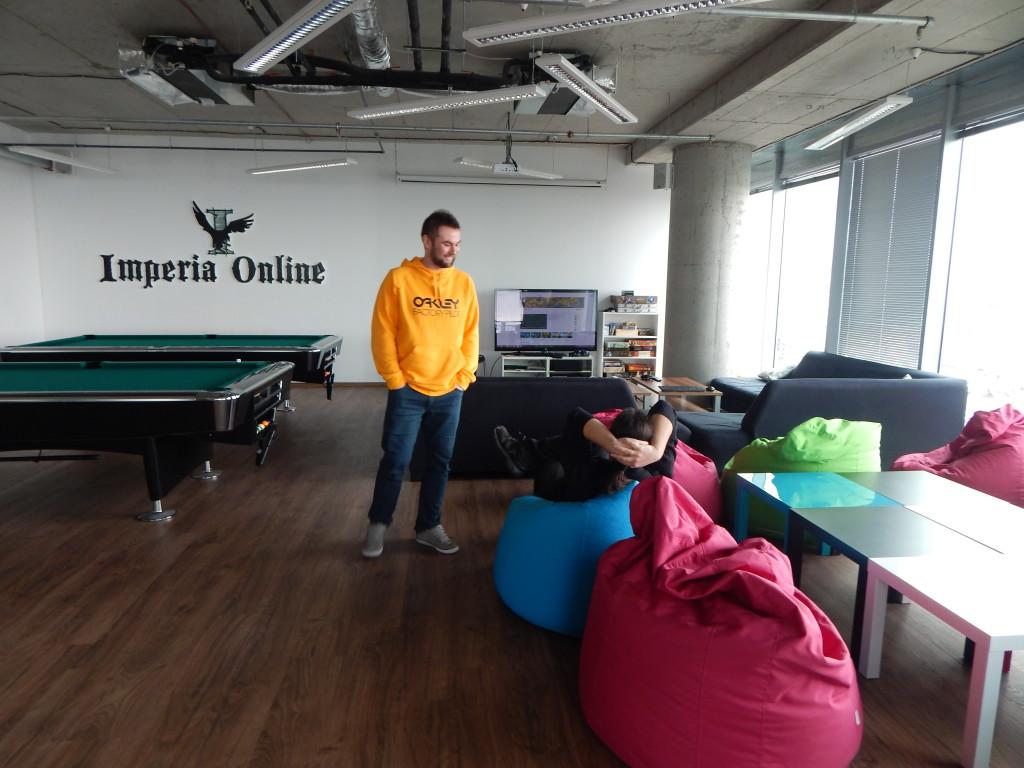Македонските разработчици на игри се почувстваха у дома в гейм залата на ИО.