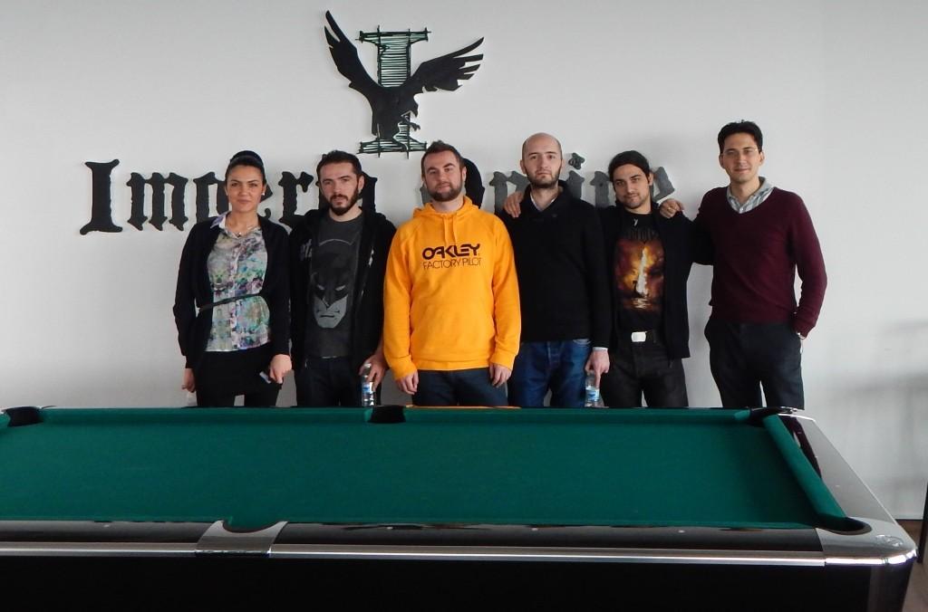 Момчетата от Tesseract Interactive и красивата HR специалистка на ИО Мария.